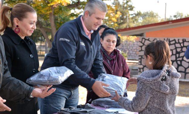 ENTREGAN MÁS DE MIL UNIFORMES DEPORTIVOS A NIÑOS DE 41 COMUNIDADES JEREZANAS