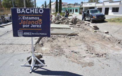 DAN CONTINUIDAD A TRABAJOS DE BACHEO