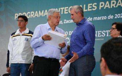 Antonio Aceves entregó al Presidente Andrés López Obrador entregó las principales necesidades en la zona urbana y rural.