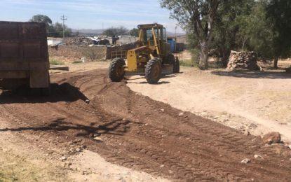 El Departamento de Maquinaria Pesada de la Dirección de Obras y Servicios Públicos, continúa con la atención en comunidades