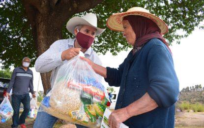 ENTREGAN PAQUETES ALIMENTARIOS EN LA SIERRA DE JEREZ